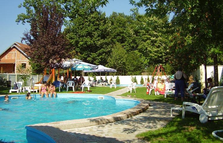 VIla-raj-vrnjacka-banja-slika-bazen-2
