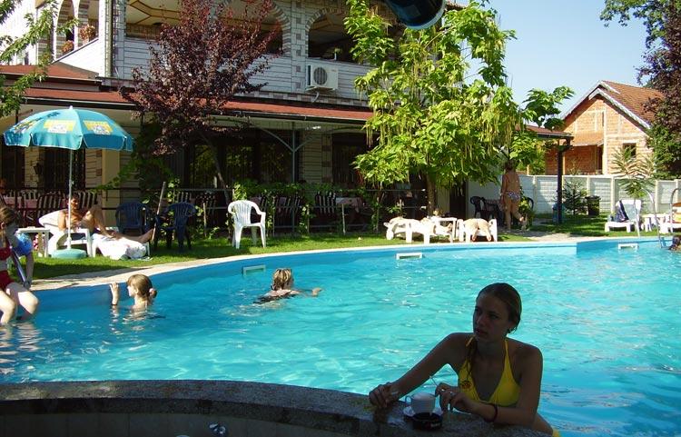 VIla-raj-vrnjacka-banja-slika-bazen1