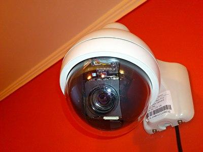 Ugradnja video nadzora u lokalu, kuci , zgradi stabenoj. Videonadzor mozete gledati u zgradi preko kablovske televizije,preko interneta i ...
