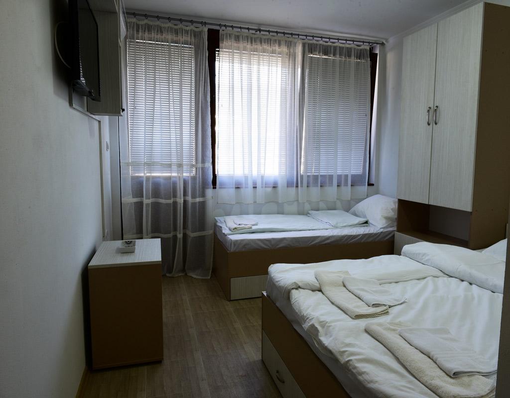 trokrevetna-soba-apartmani-visegra-usce-slika-1